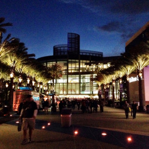 anaheim-convention-center-night