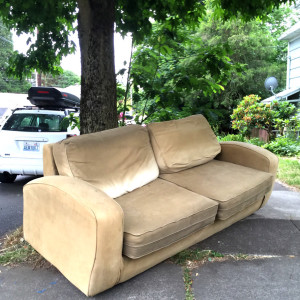 discard-couch-6-10-15-2
